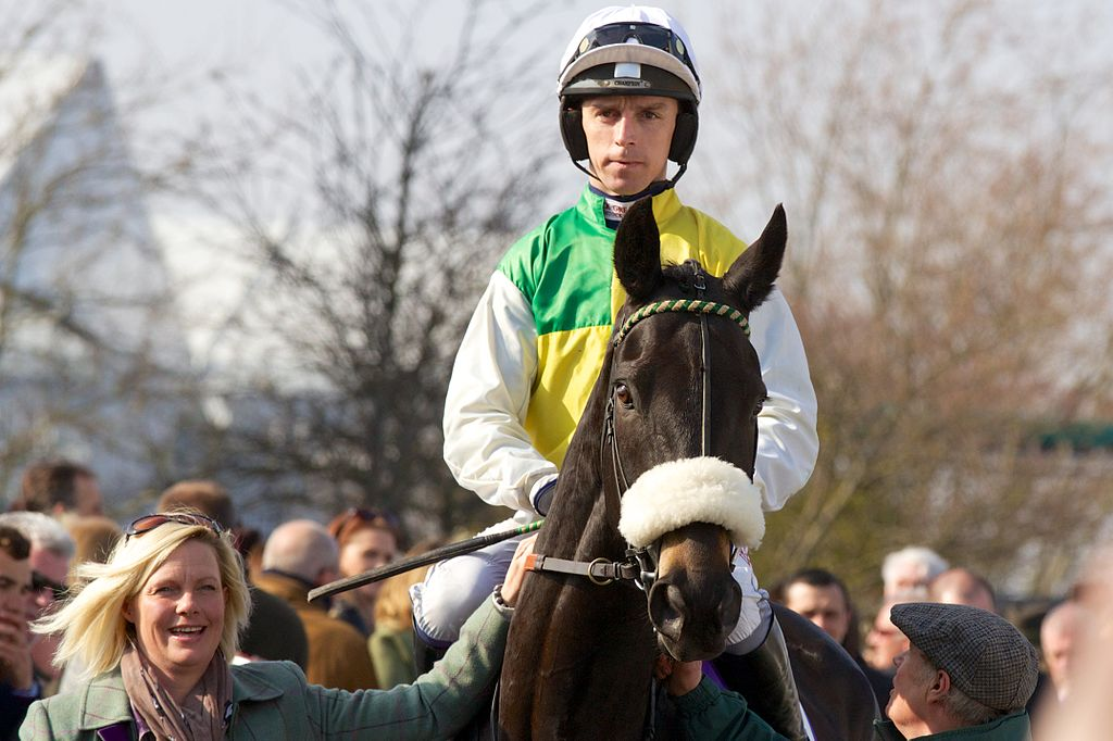 Leighton Aspell rides Many Clouds